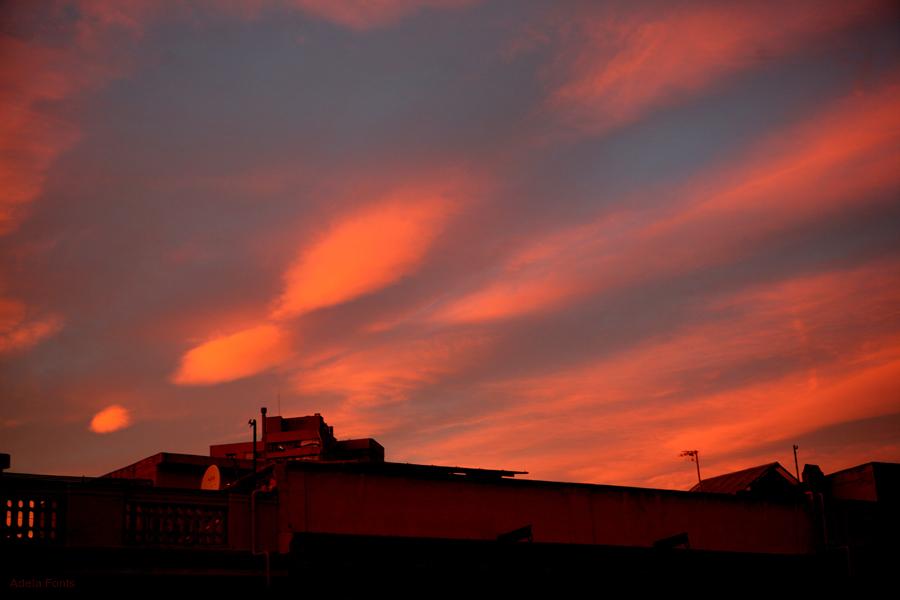 * Perfil de ciutat i cel vermell