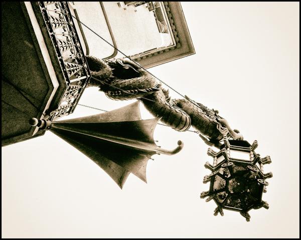 * El paraigües i el drac