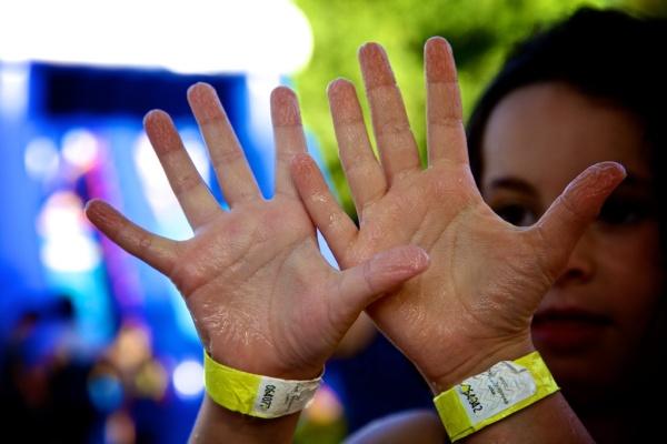 pik nik electronic barcelona 04  mains mouillées