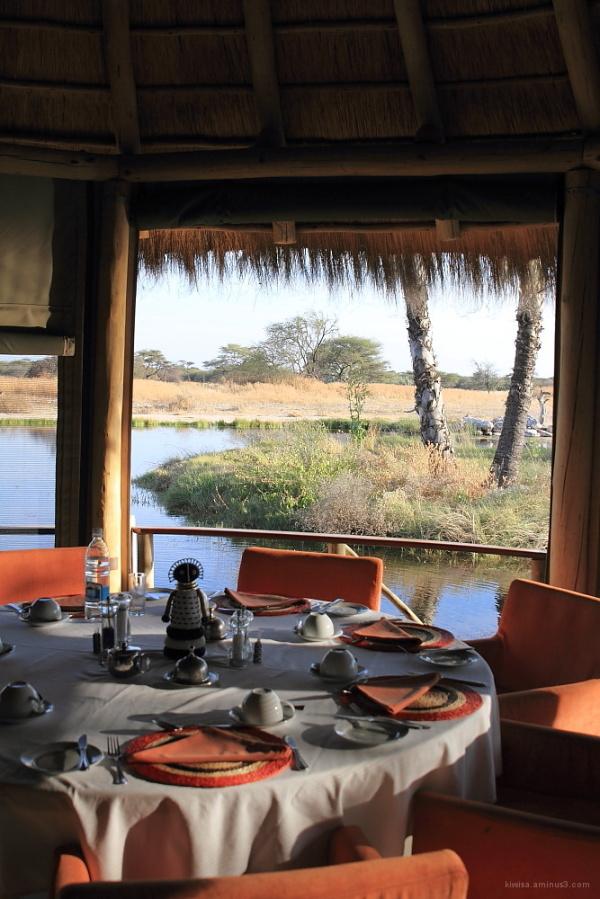 Onguma - dining room