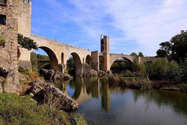 Le pont de Besalu