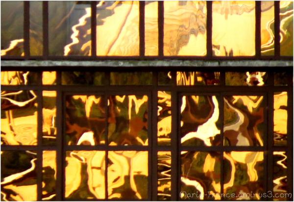 Une vitrine dans le soleil