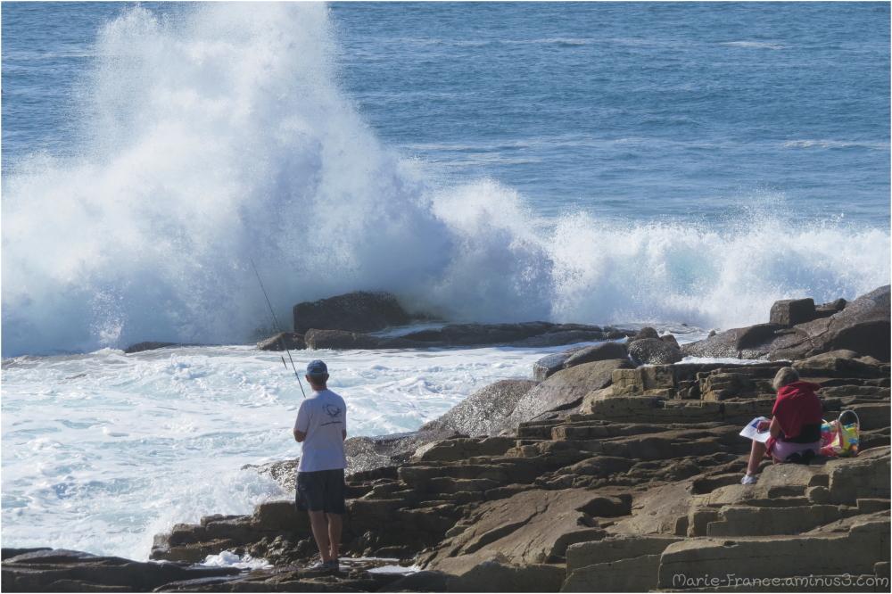 un pêcheur sur les rochers...