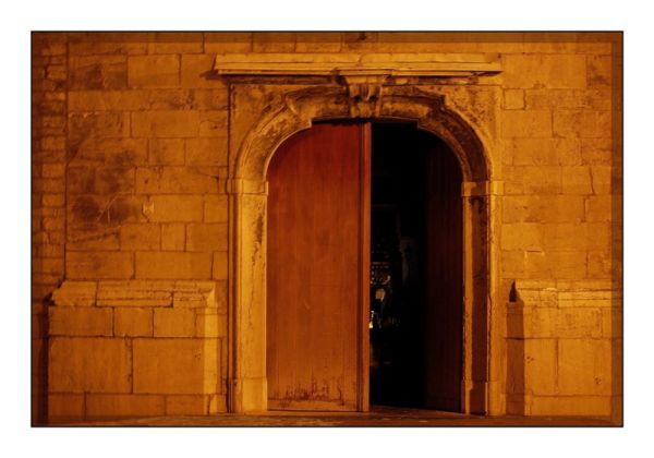 La porte entre-ouverte
