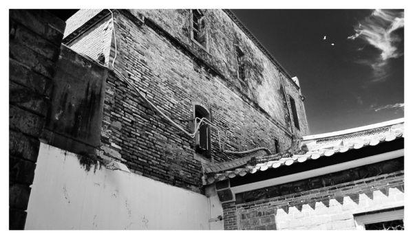 Lu Gang Temple Courtyard