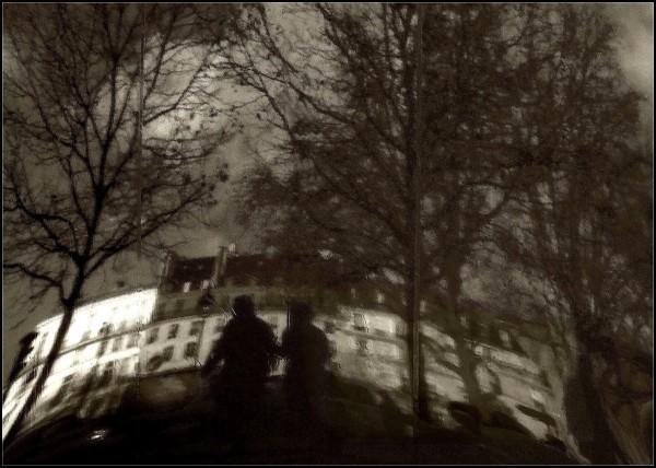 Paris gens reflets vitre