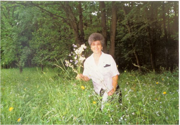 1999 06 17 My mom in a flower field