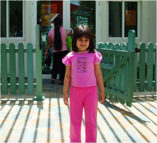 2010 04 08 Soraya in front of AUS DCC