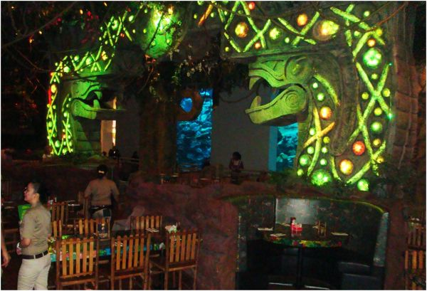 2010 09 09 Rainforest Cafe in Dubai Mall