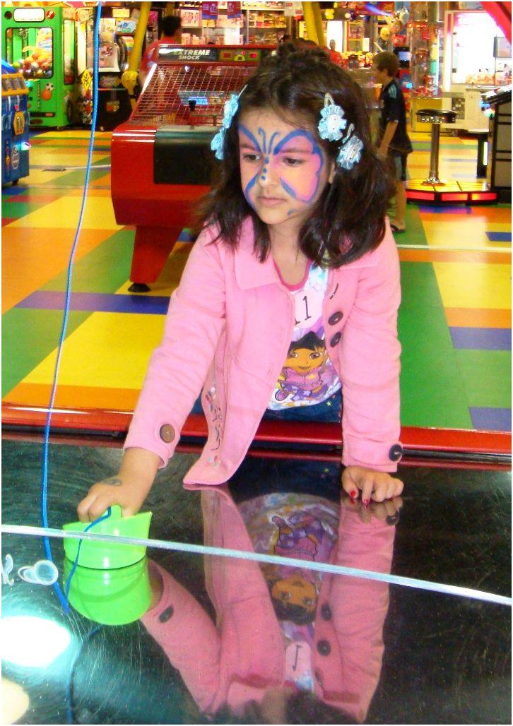 2011 01 15 Soraya playing at Fun City