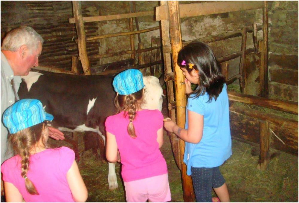 2013 06 23 Soraya, Lore, Ema & dad in the village