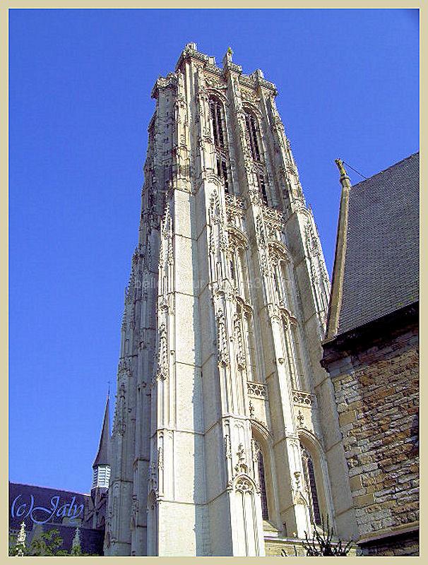 Vue sur la cathédrale saint Rombaut