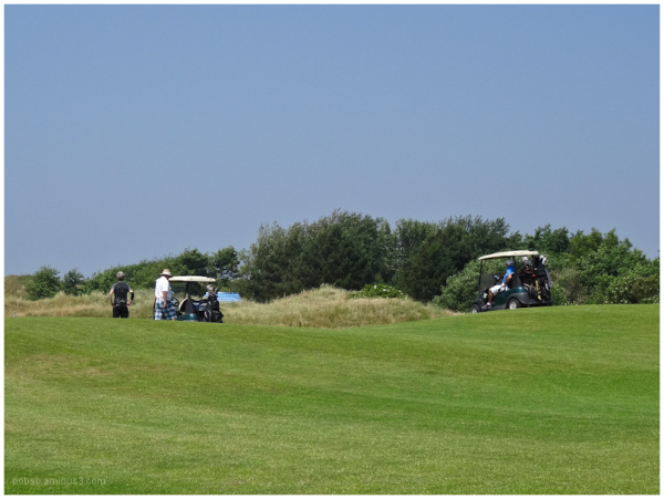 people on the golfcourse