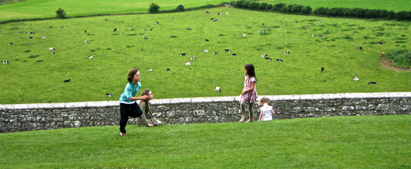 Haurrak jolasten/Children playing
