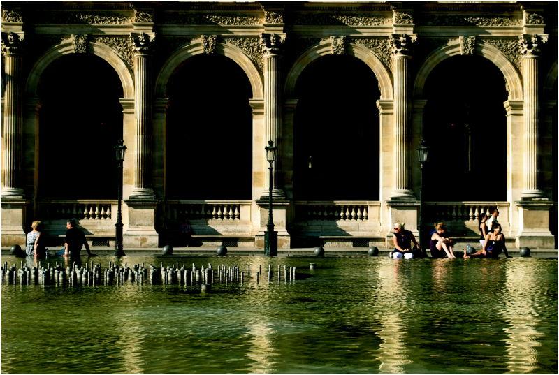 Reflecting Louvre I