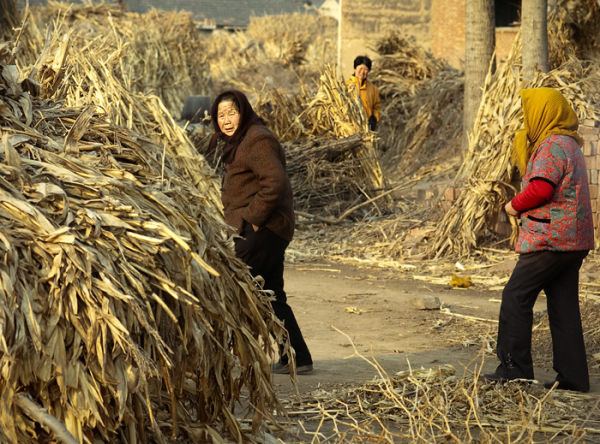 Women walking trough Chinese village