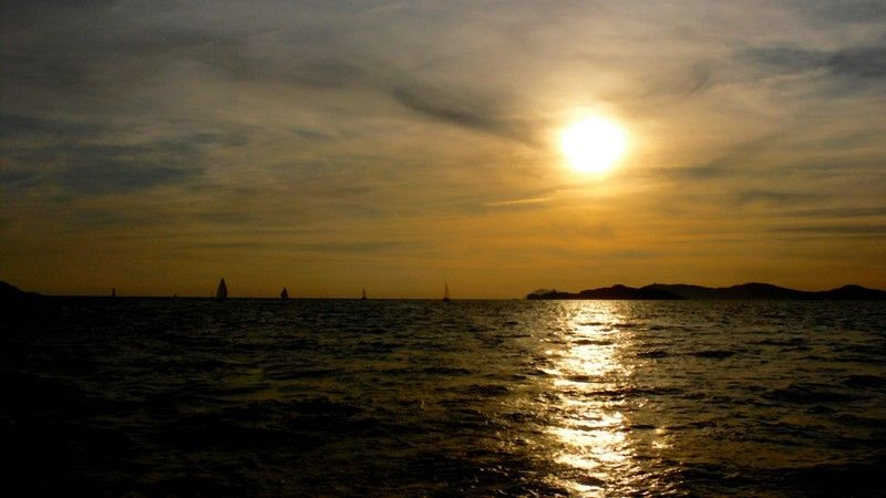 Evening On The Sea / Un Soir Sur La Mer