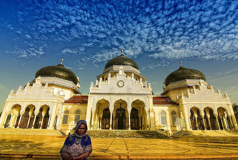 Baiturrahman Grand Mosque (Indonesian: Mesjid Raya