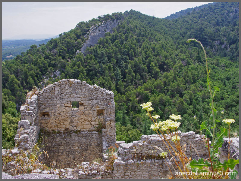 Là-bas en Provence ... (Oppede-Le-Vieux, France)