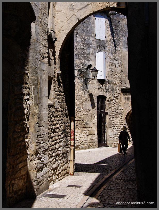 Dans la ruelle  ...  (Saint-Rémy, France)
