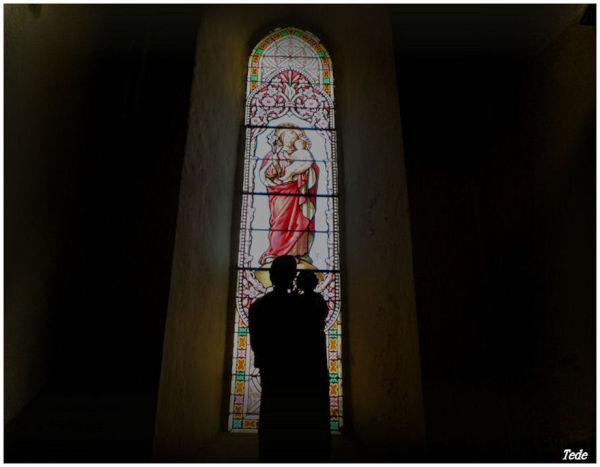 Statue et vitrail