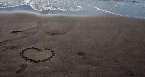 Un coeur sur la plage