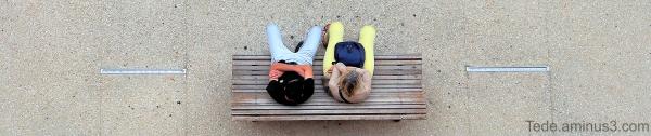 Couple sur un banc