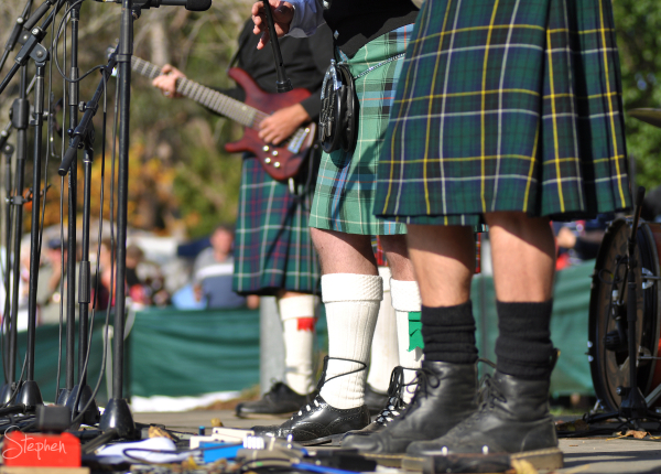 Highlander play at Bandanoon Highland Gathering