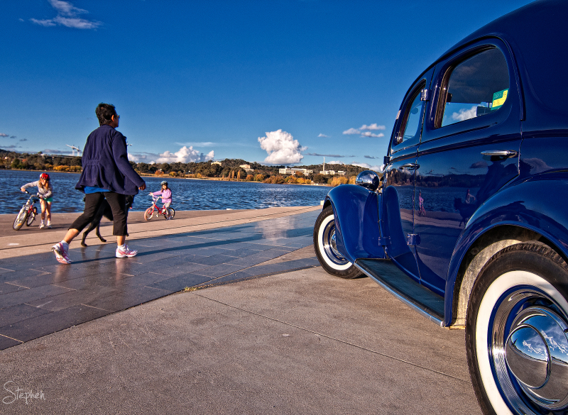 Recreation on the shores of Lake Burley Griffin