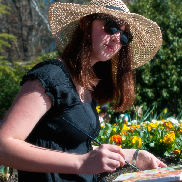 Artist creating impressions at Floriade