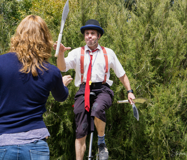Juggling with machetes at Floriade