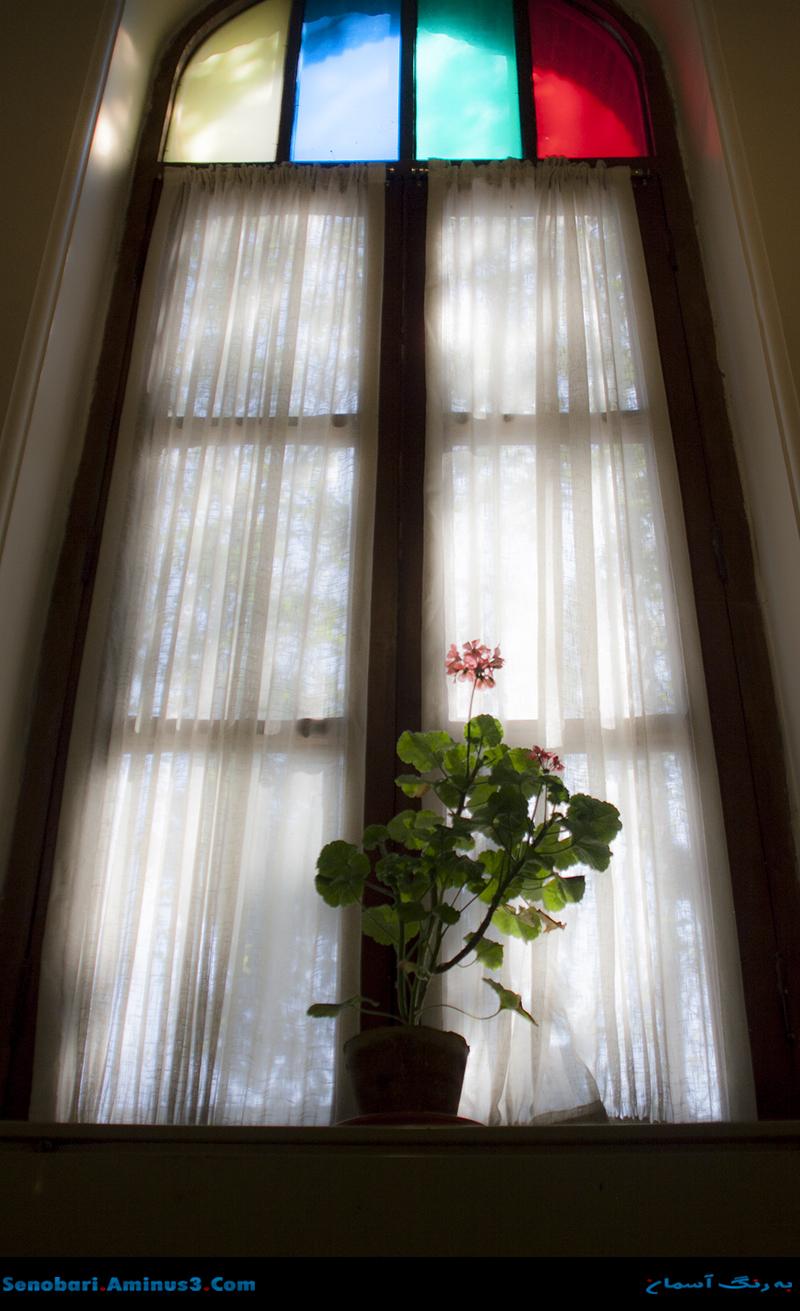 پنجره سنتی ایرانی باغ نگارستان
