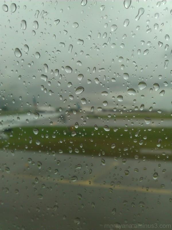 Raindrops seen from an aeroplane window