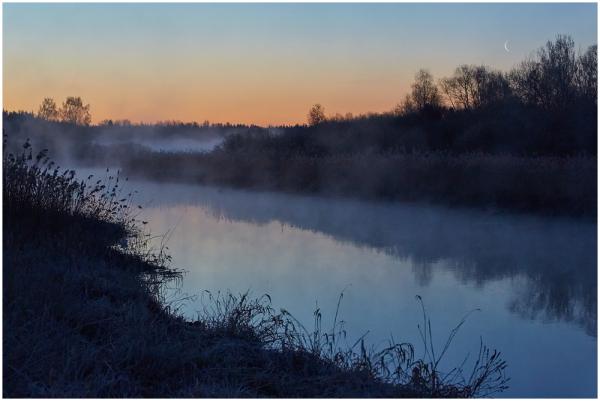 Hommik jõe ääres