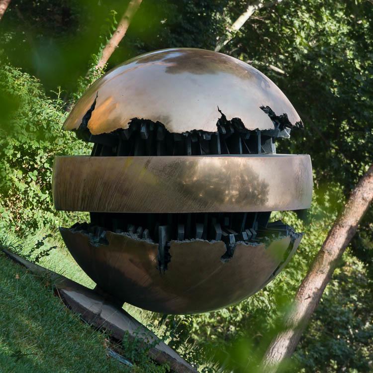 Earth Sphere, Arnaldo Pomodorom, TMoCA