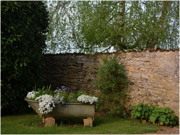 Le mur de pierres sèches.