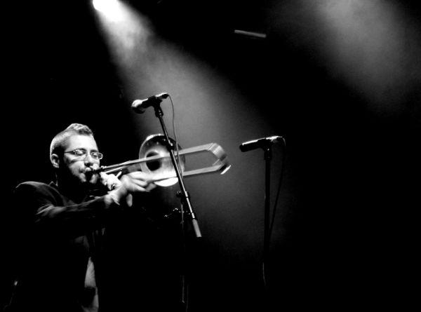 Il vous répondra par la bouche de son trombone!