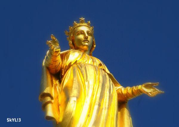 Vertueuse statue