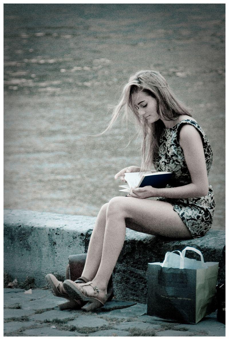 La jeune fille à la page