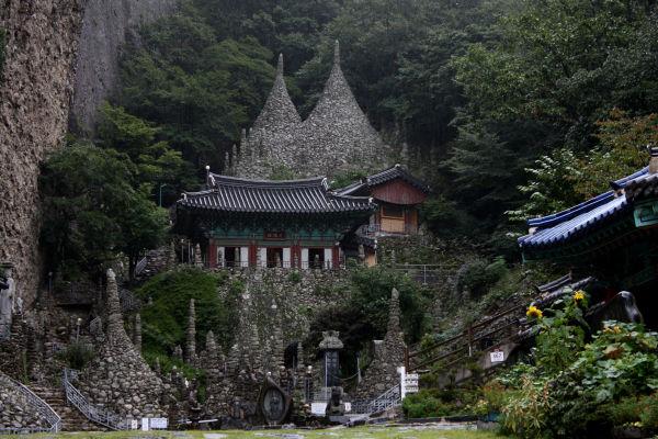 Stone pagodas @ Maisan