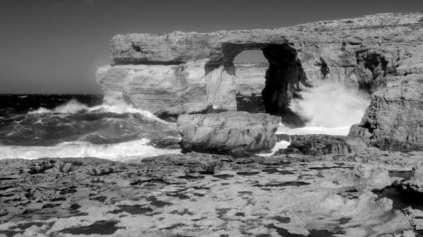 breaking waves at the azure window, gozo