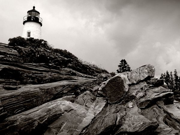 pemaquid point lighthouse high up on the cliffs