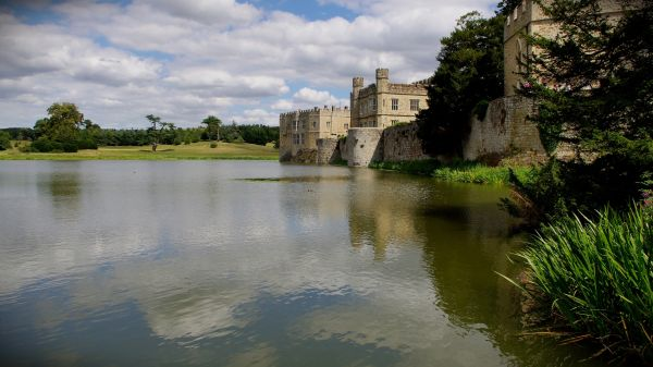 lake and walls, leeds castle, kent, england