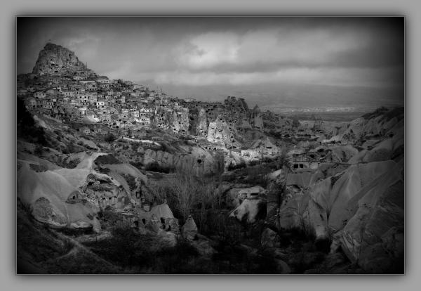 turkey, cappadocia, uçhisar, pigeon valley, bw