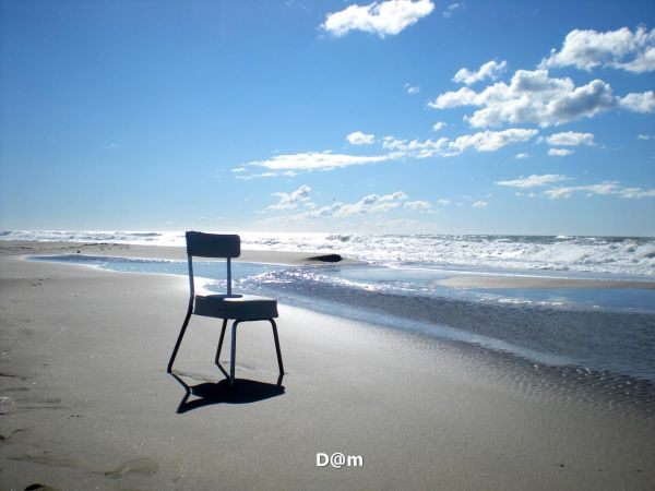 Empty chair horizon