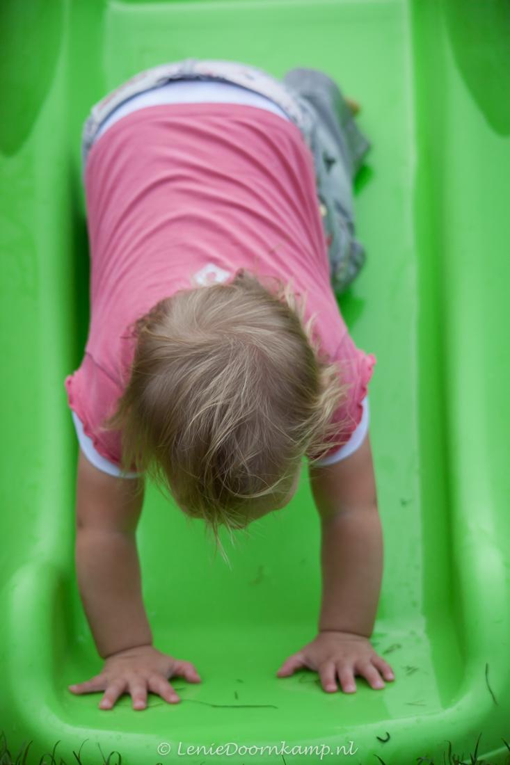 Kind op glijbaan