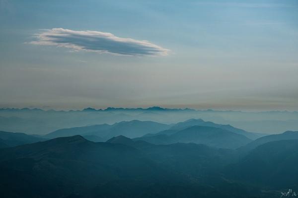 Au-dessus des montagnes
