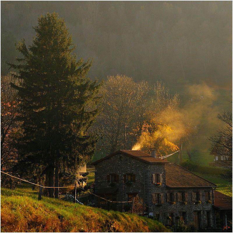 Un soir d'automne, la chaumière fume