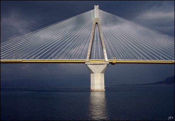 Le pont sur le golfe de Corinthe