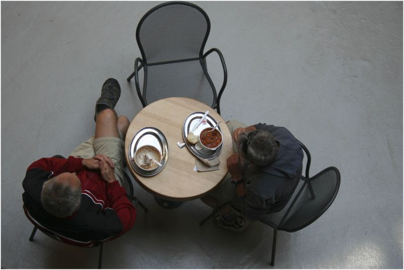 two men eat lunch